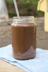chocolate sunbutter green smoothie from Andrea Bemis @ DishingUpTheDirt